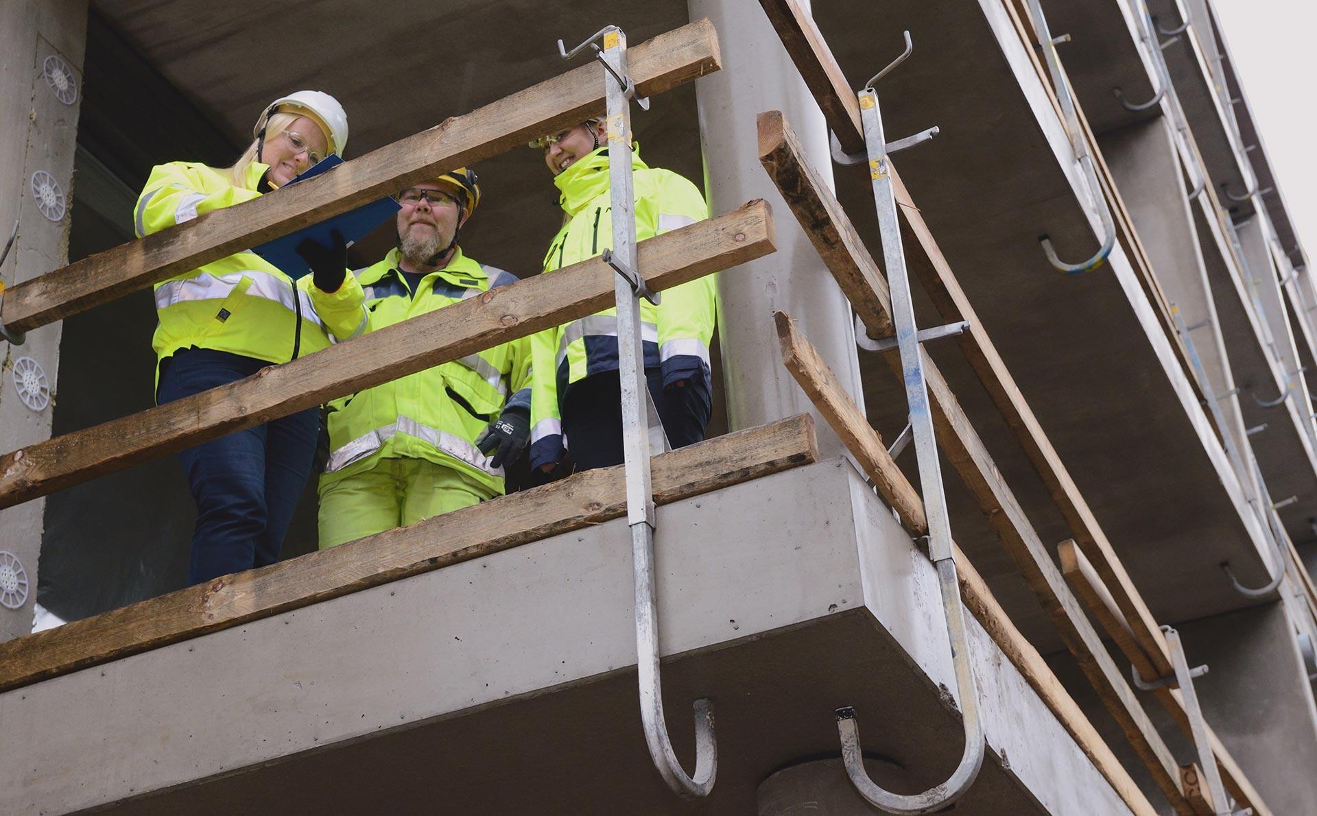 Korona teki isoimman muutoksen lounastaukoon – muu Suomi seisoo, mutta rakennustyömailla painetaan töitä tuttuun tahtiin