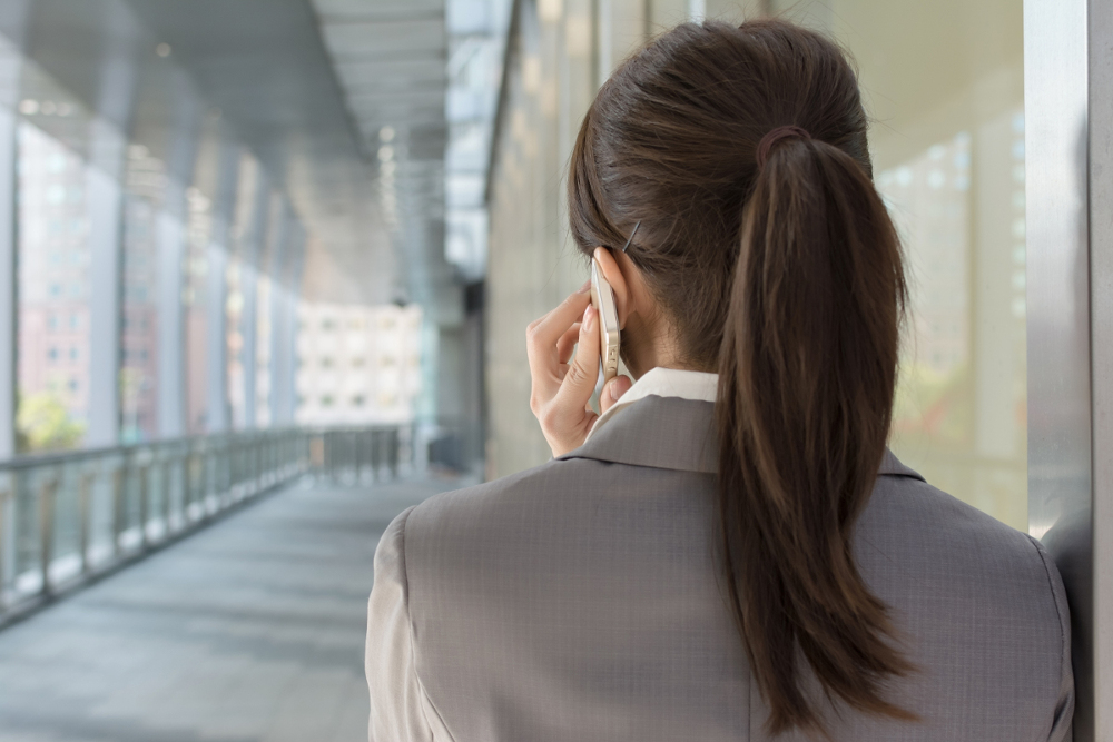 Woman talking on the phone. Link to the Termination of the employment relationship page.