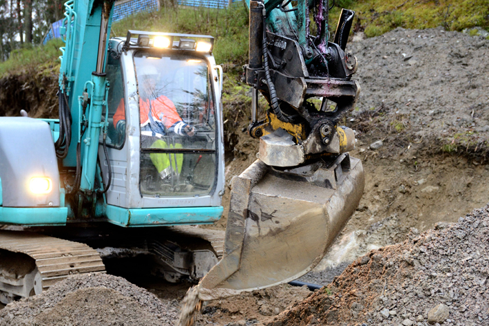 Excavator at work. Link to the Personal ID and tax number page.